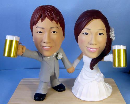 そっくり人形参考作品55-1ウェルカムドール ビールジョッキを持って
