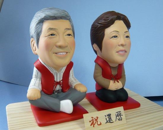還暦のお祝い(ご夫婦で赤いちゃんちゃんこ)-そっくり人形参考作品例-4-2